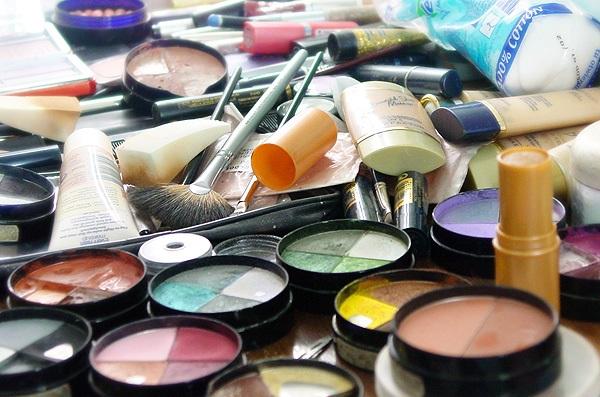 otlichiya kosmetiki lyuks mass market aptechnoj i professionalnoj